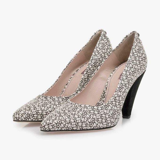 White-black leather pumps with all-over print