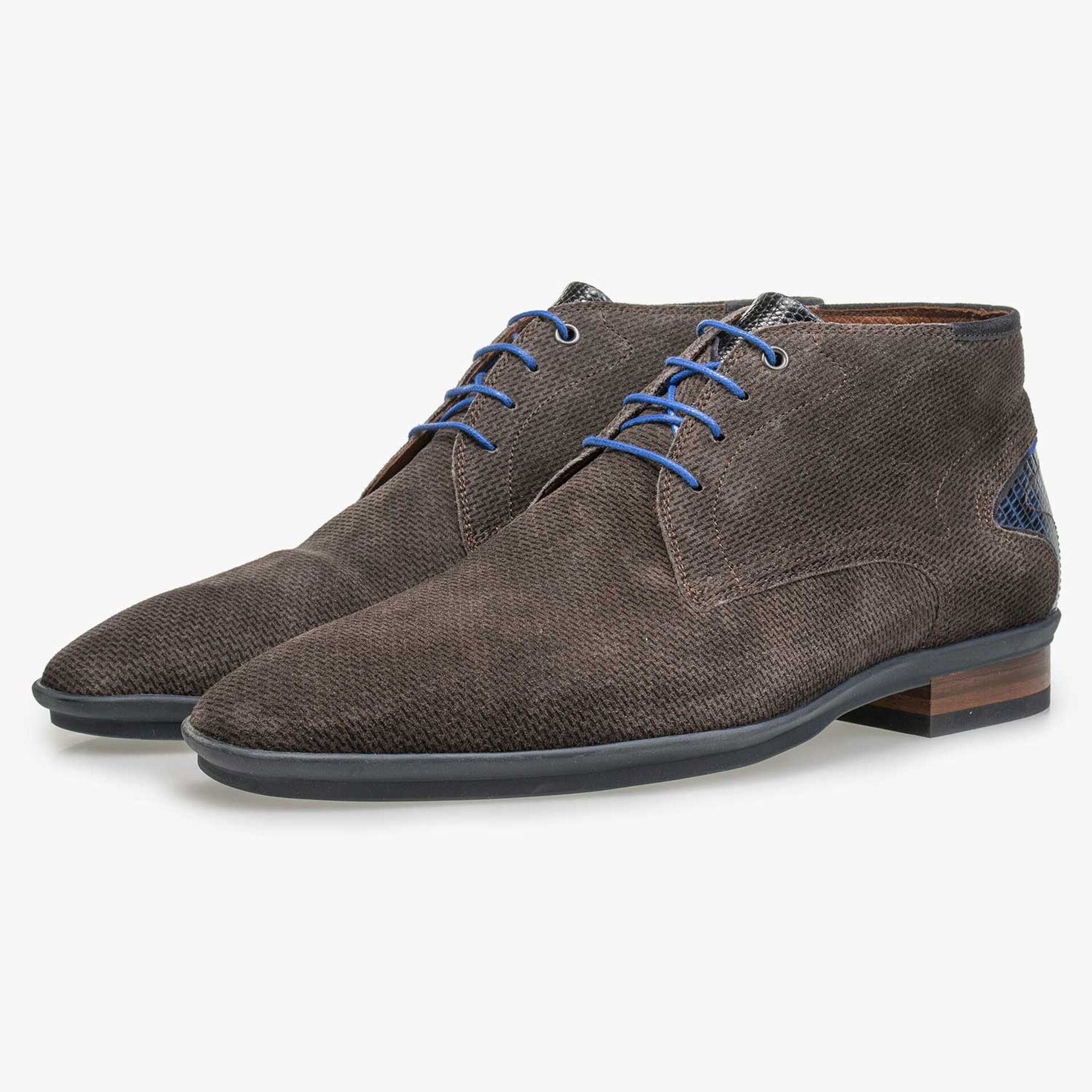 Mid-high grey-brown suede leather lace shoe