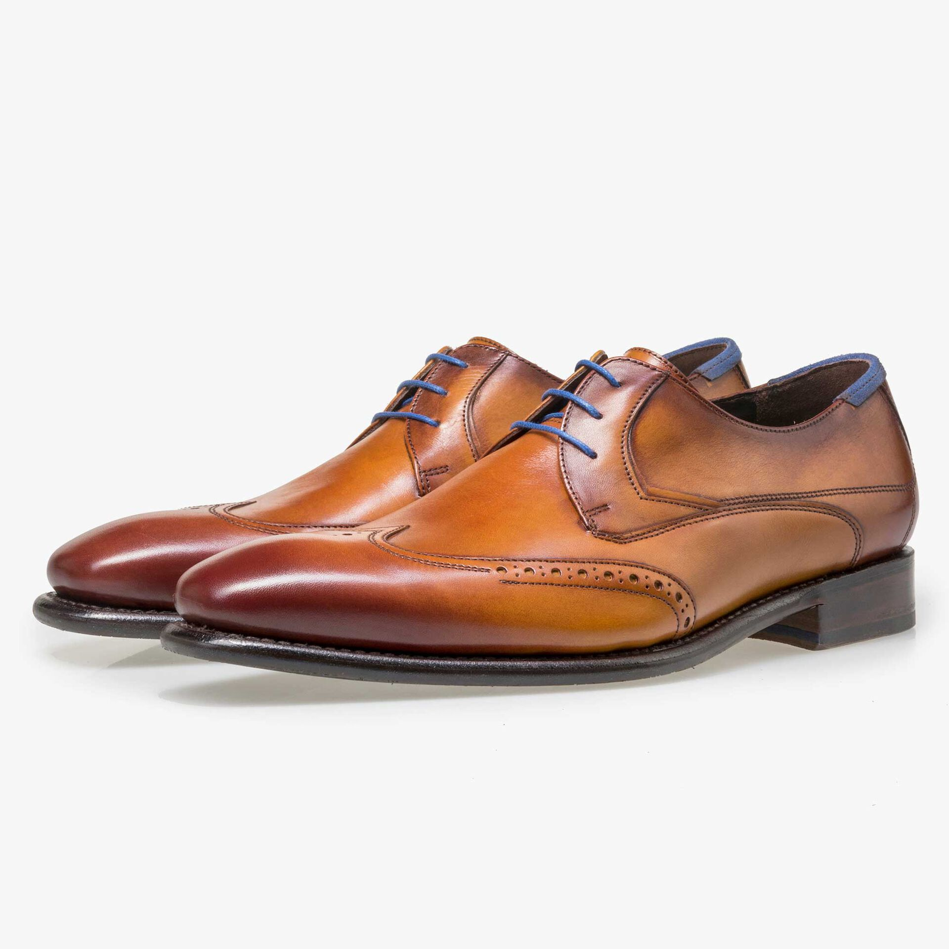 Light cognac-coloured leather lace shoe