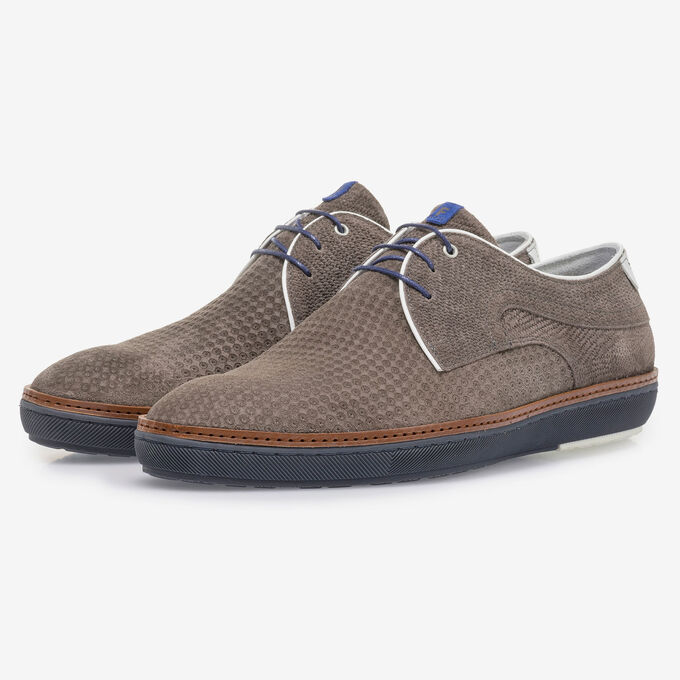 Taupe-coloured suede leather lace shoe with print