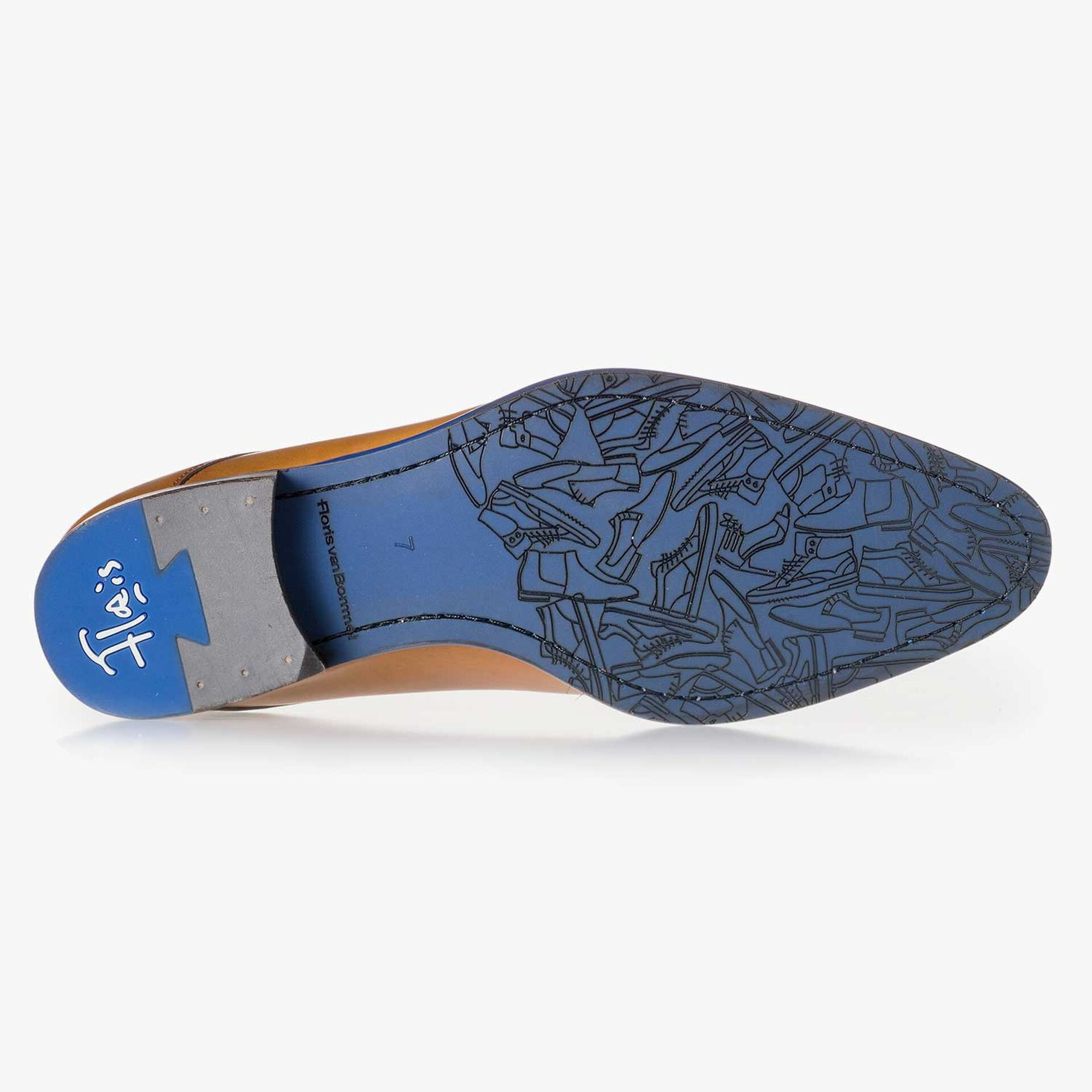 Cognac-coloured leather lace shoe with a croco print