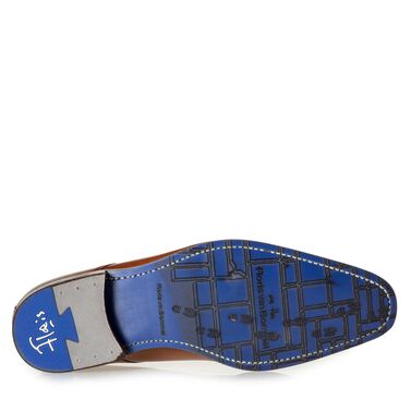 Calf leather lace shoe with laser-cut pattern