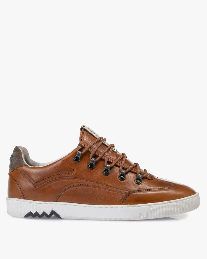 Hiking sneaker leather cognac
