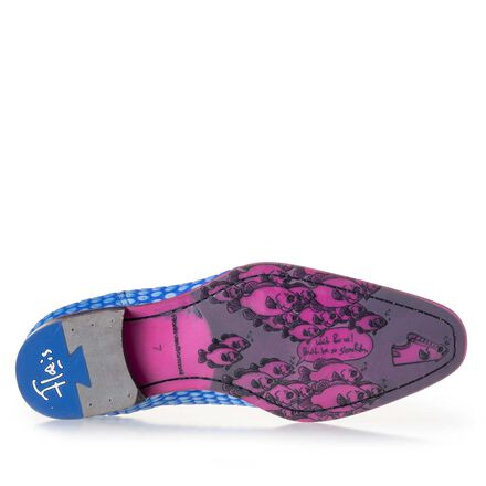 Premium lace shoe with pink sole