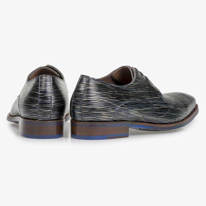 Dark blue lace shoe with striped metallic print