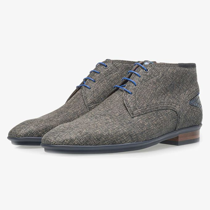 Mid-high leather lace shoe