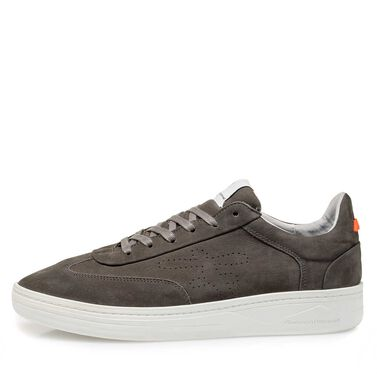 Sportive leather sneaker