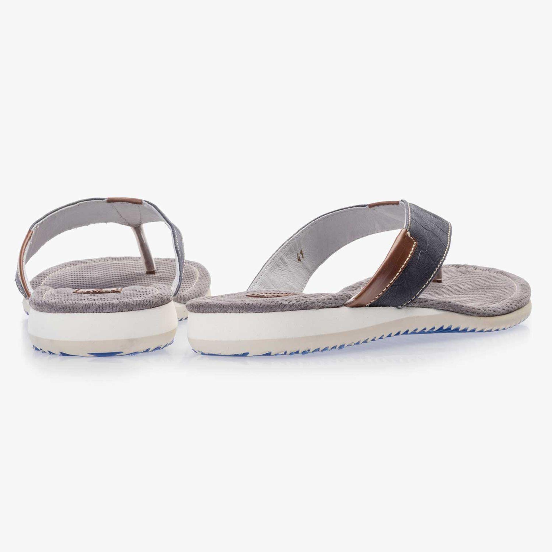Dark blue leather thong slipper with croco print
