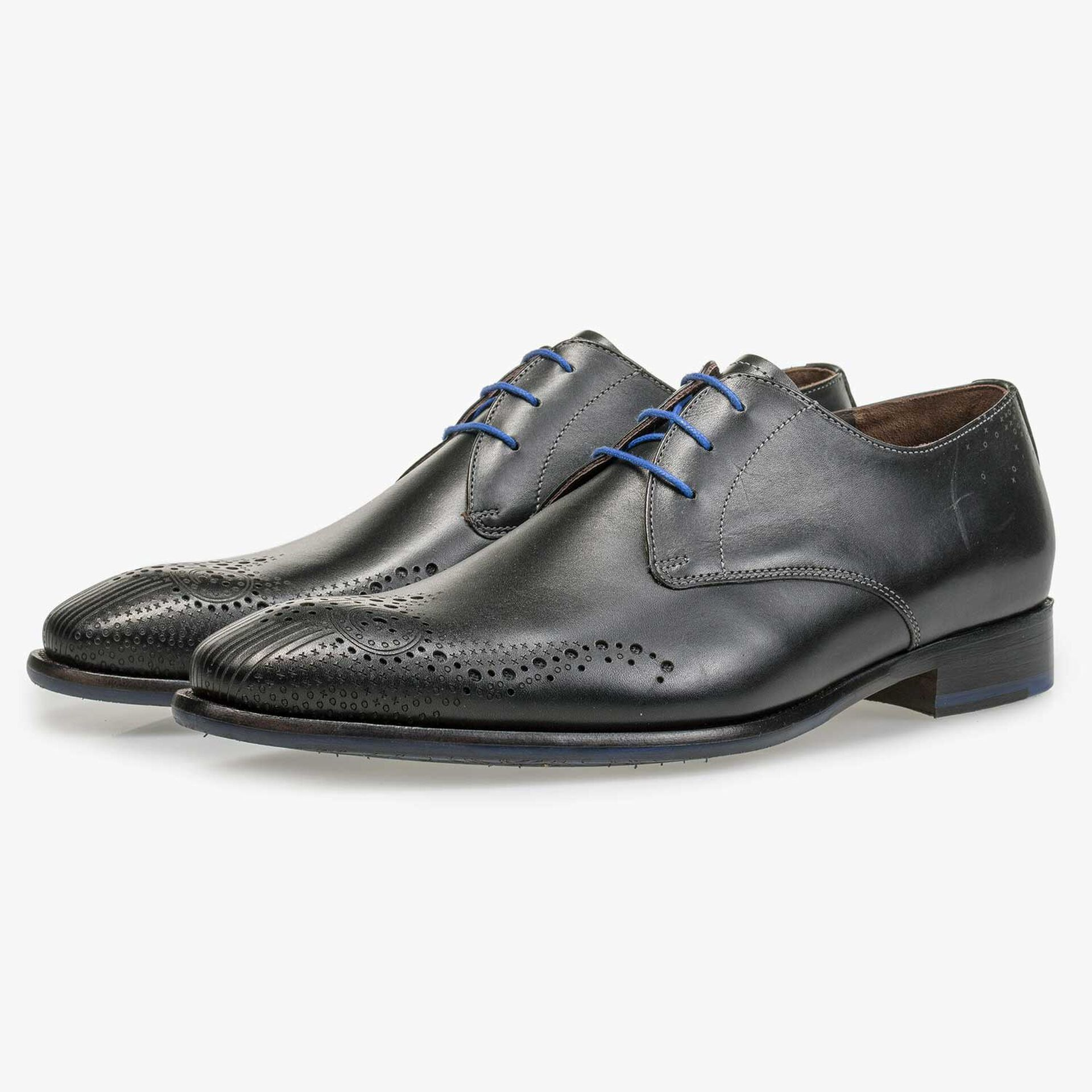 Black brogue lace shoe made of calf's leather