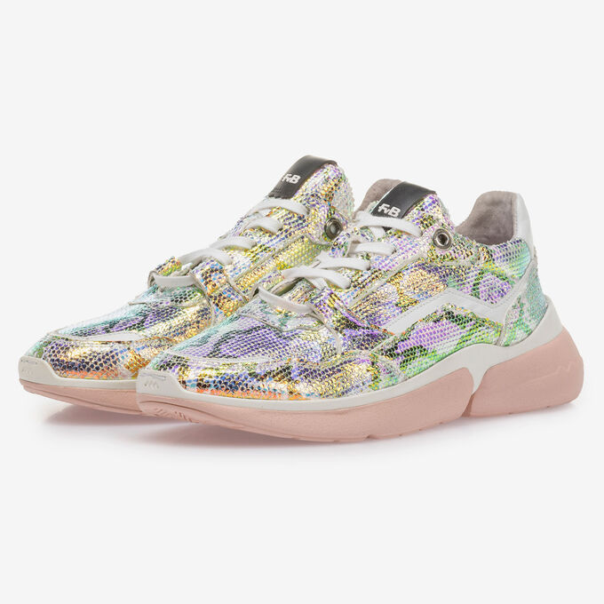 Sneaker with green/gold metallic print
