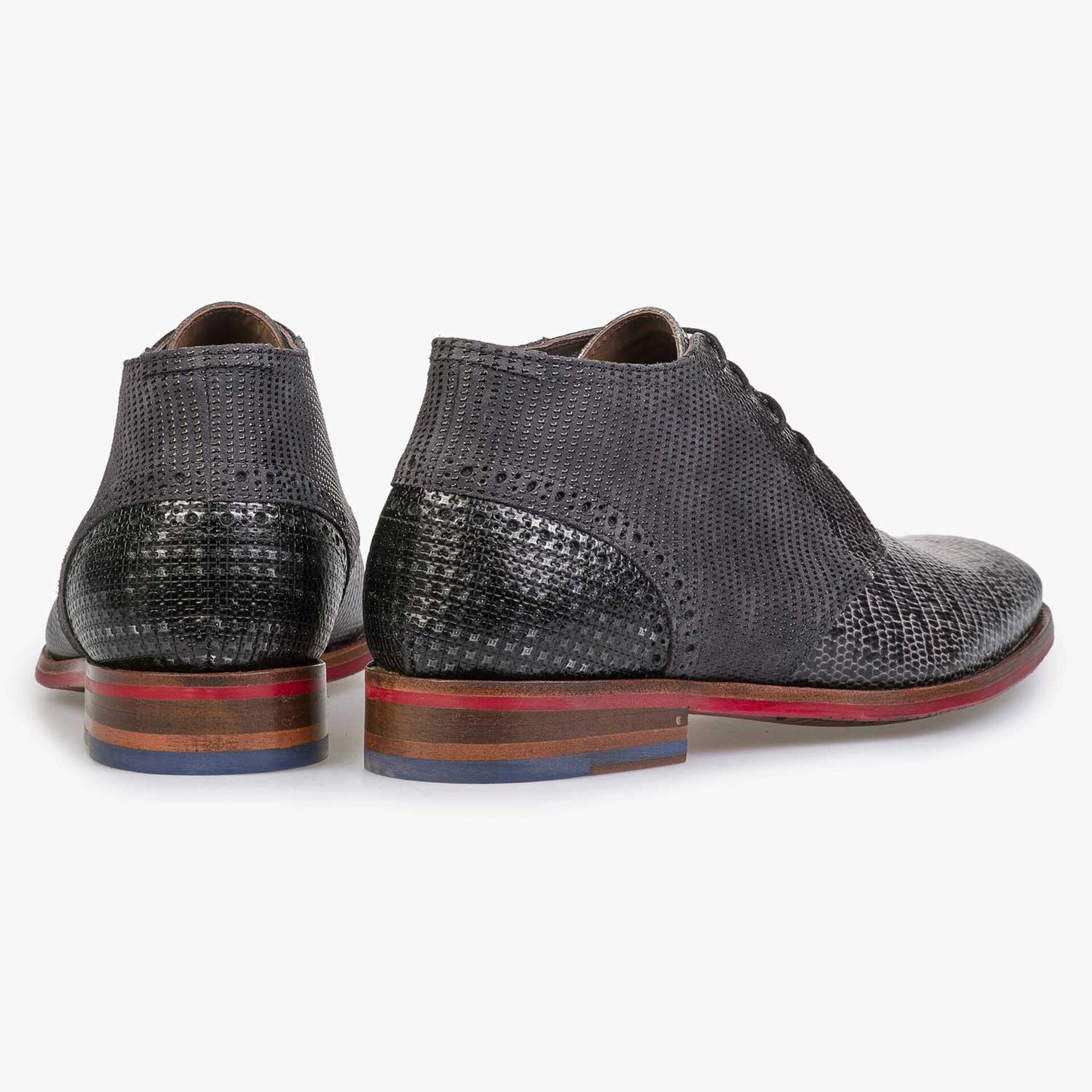 Mid-high grey lace shoe with lizard print