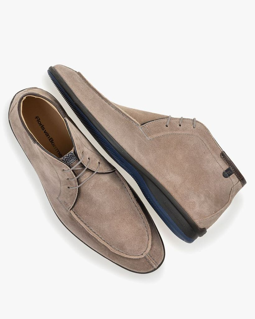 Boot sand-coloured suede leather