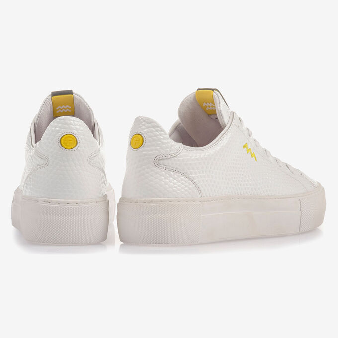 White leather sneaker with fine structure