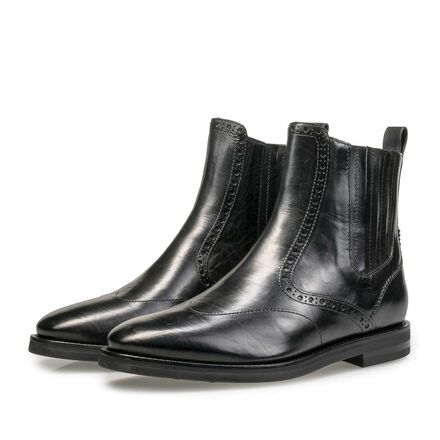 Calf leather Chelsea boot with brogue details