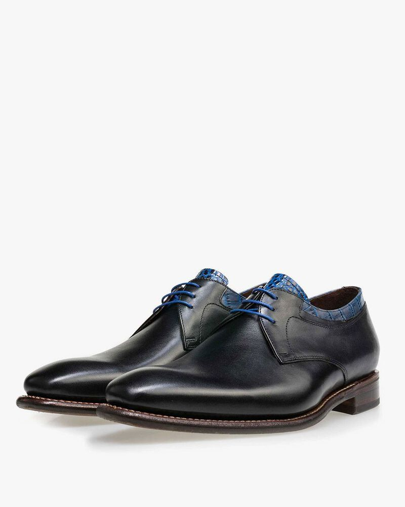 Black leather lace shoe with a croco print