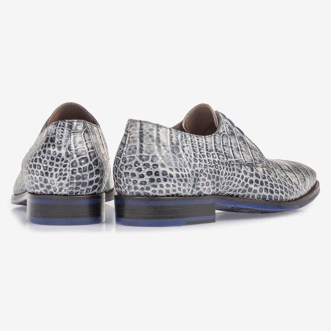 Grey lace shoe with croco print