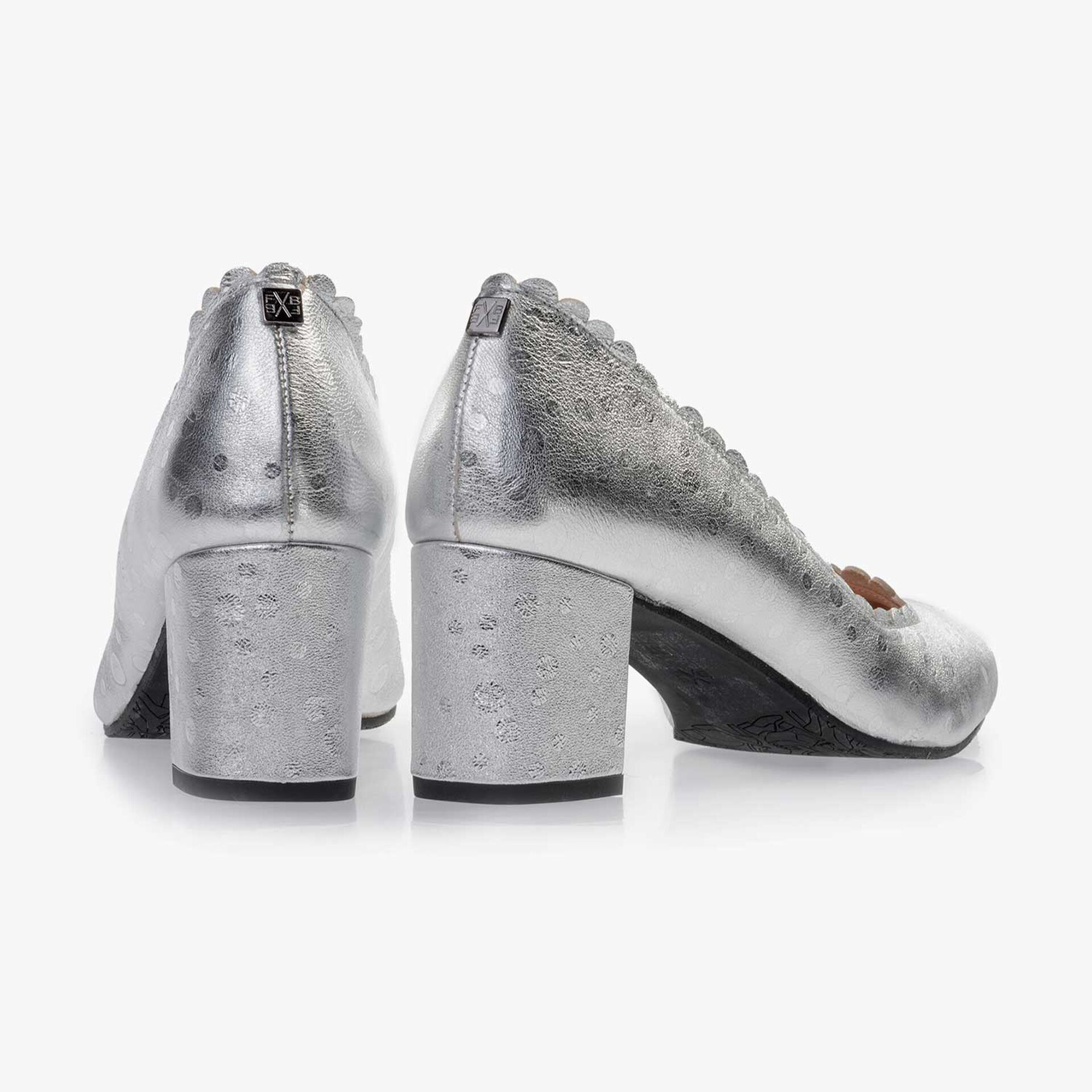 Silver-coloured patterned leather pumps