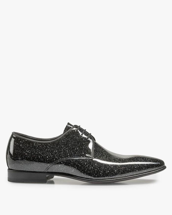 Black patent leather shoe with a print
