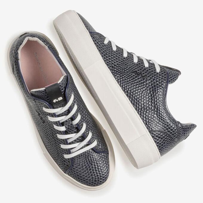 Dark blue sneaker with black print