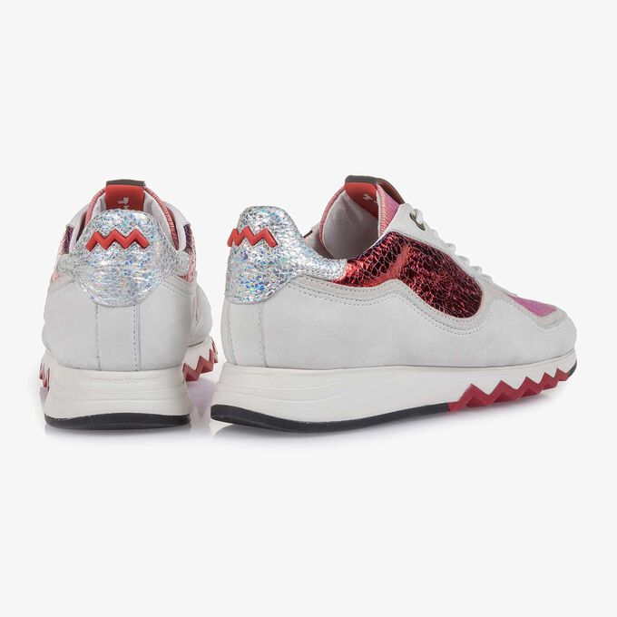 White nubuck leather sneaker with red details