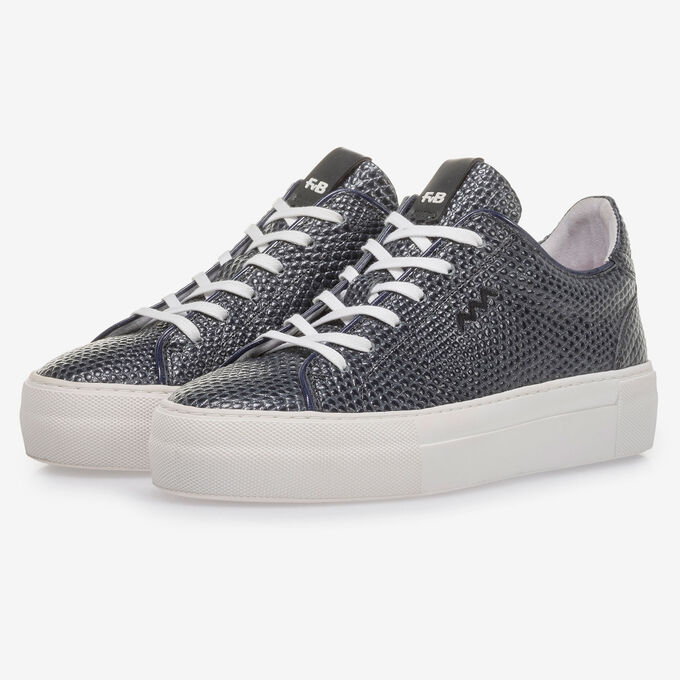 Dark blue sneaker with black print
