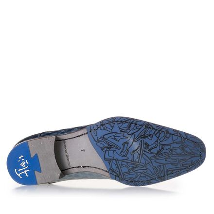 Lace shoe with hexagon print