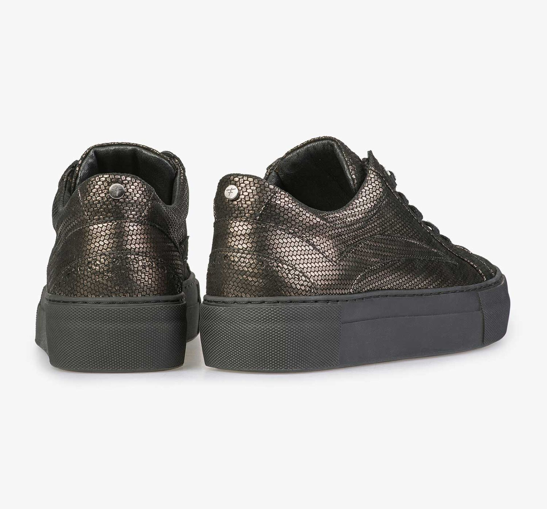 Sneaker with bronze-coloured metallic print