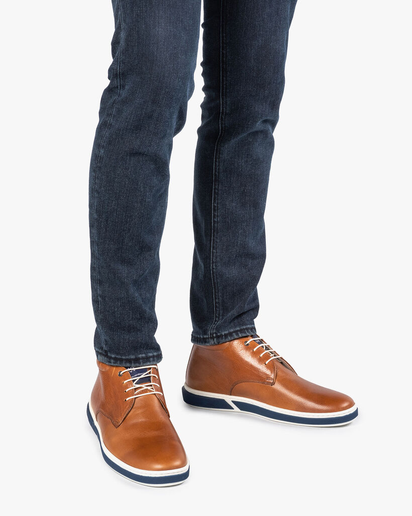 Cognac-coloured calf leather lace boot