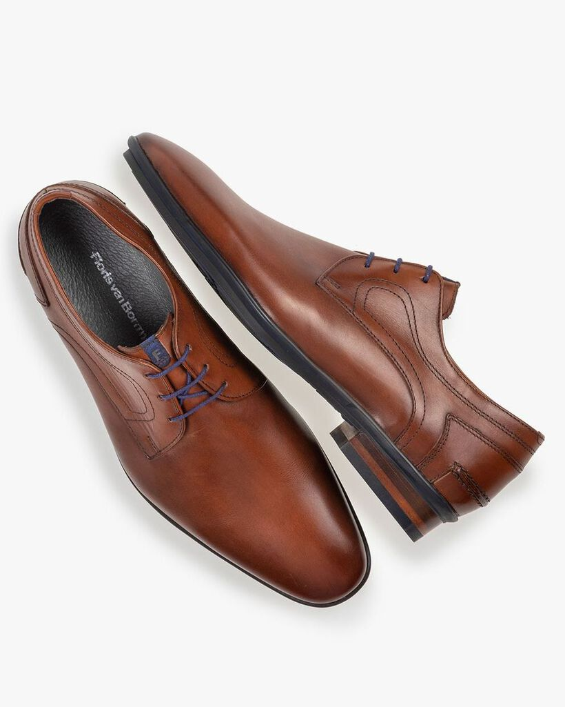 Lace shoe leather cognac
