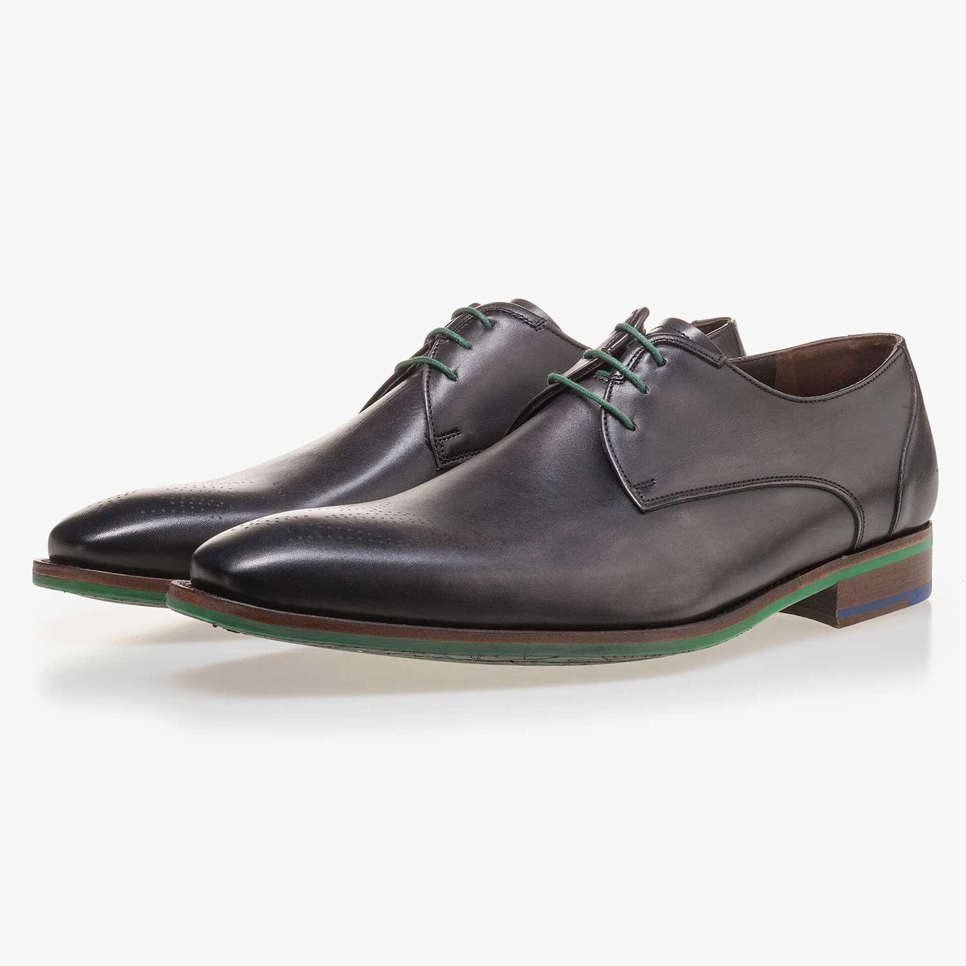 Anthracite grey lace shoe made of leather