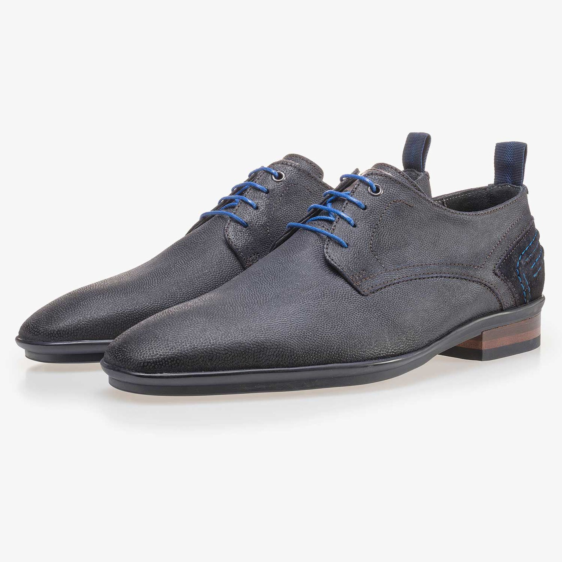 Dark blue patterned lace shoe made of suede leather