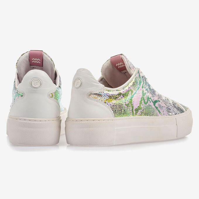 Sneaker with green/gold metallic print