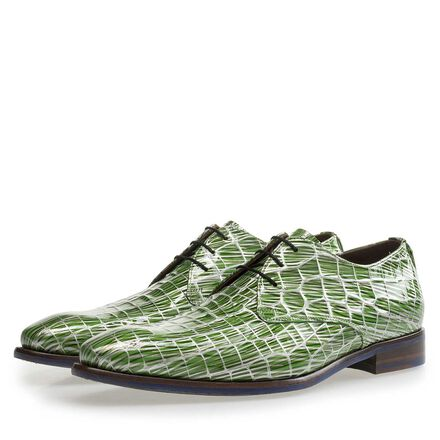 Patent leather lace shoe with print