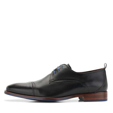 Leather lace shoe with a rubber sole