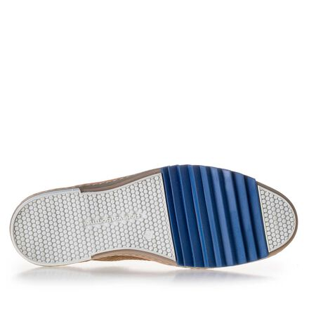 Leather sneaker with a blue zig-zag element