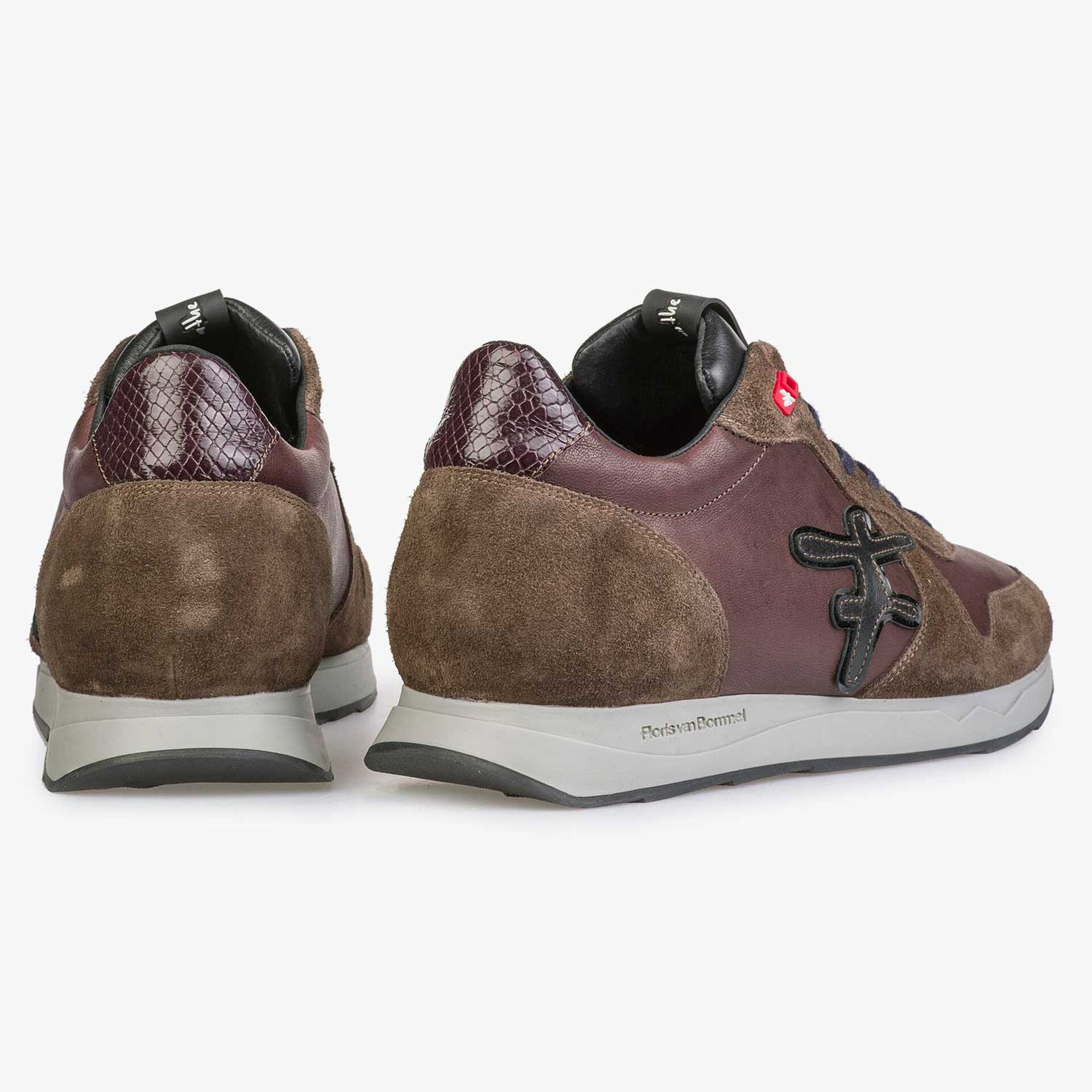 Brown leather sneaker with bordered F-Logo