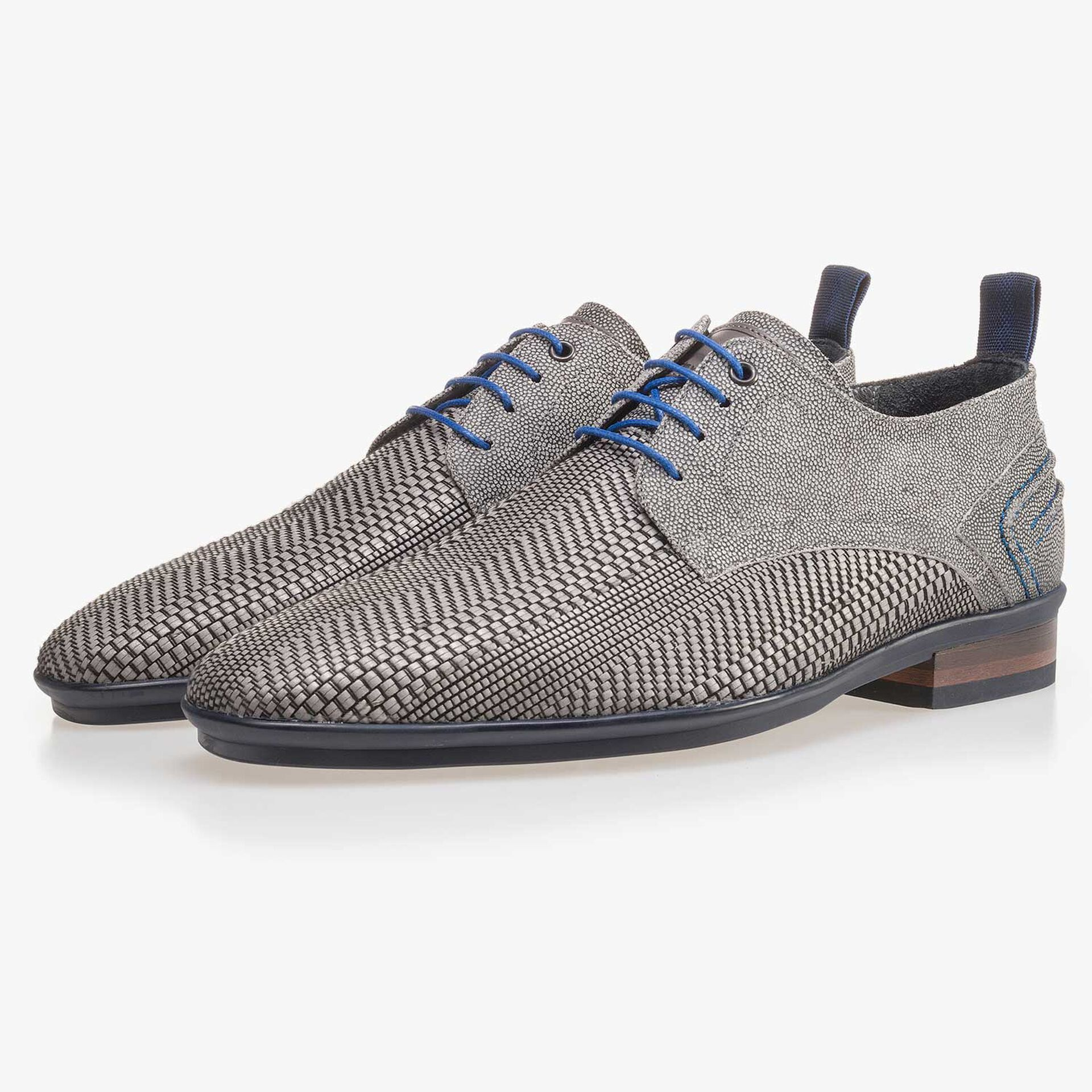 Grey lace shoe made of braided leather