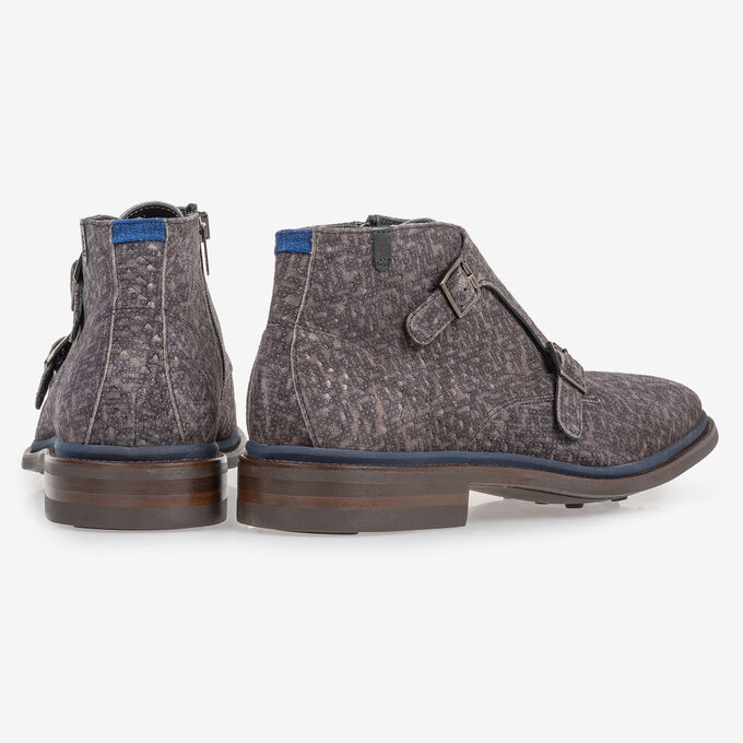Boot with buckle closure grey
