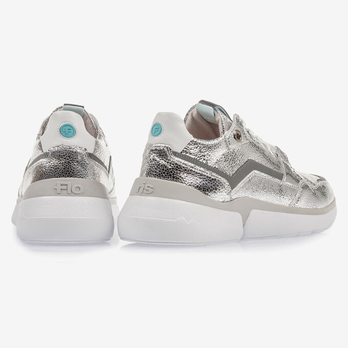 Silver sneaker with metallic print