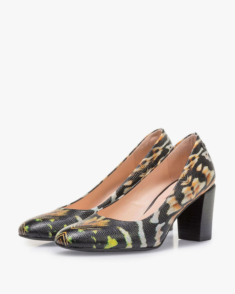 Black leather pumps with orange-coloured print