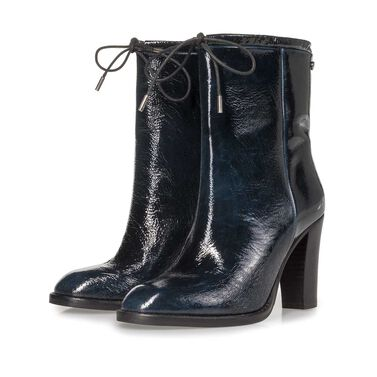 Leather ankle boot with functional laces