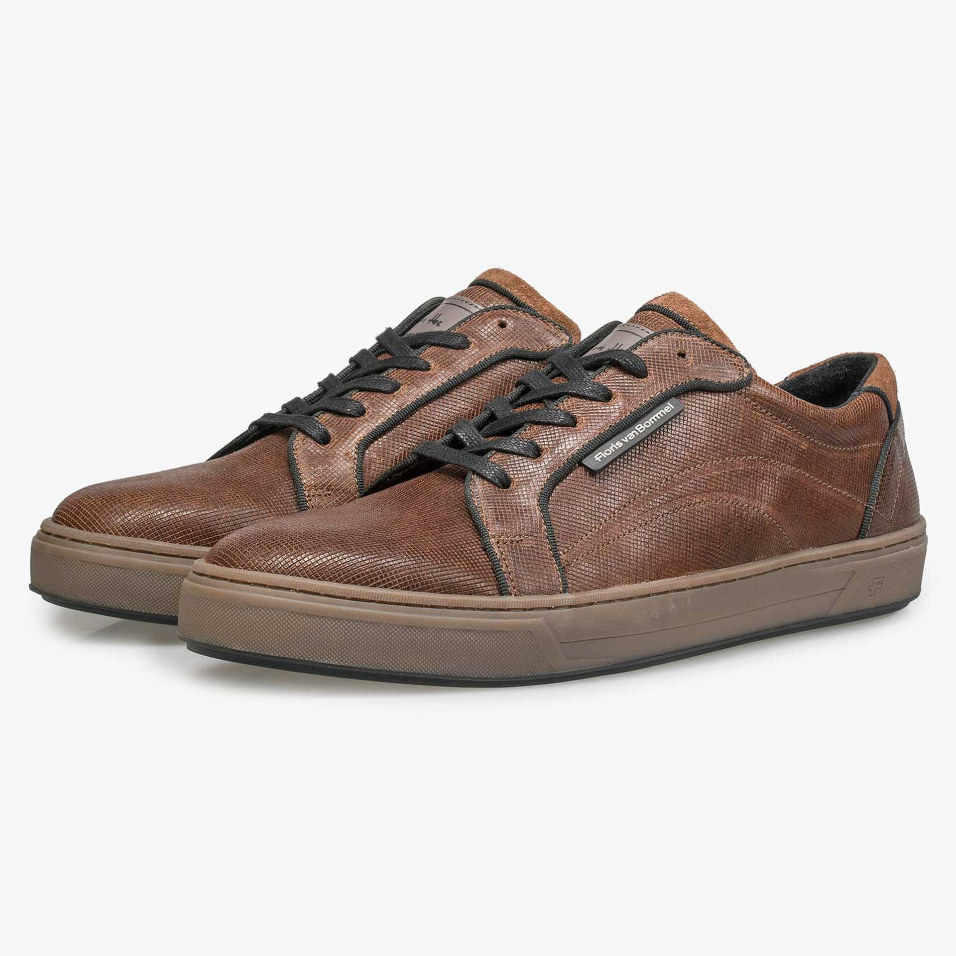 Brown sneaker with print