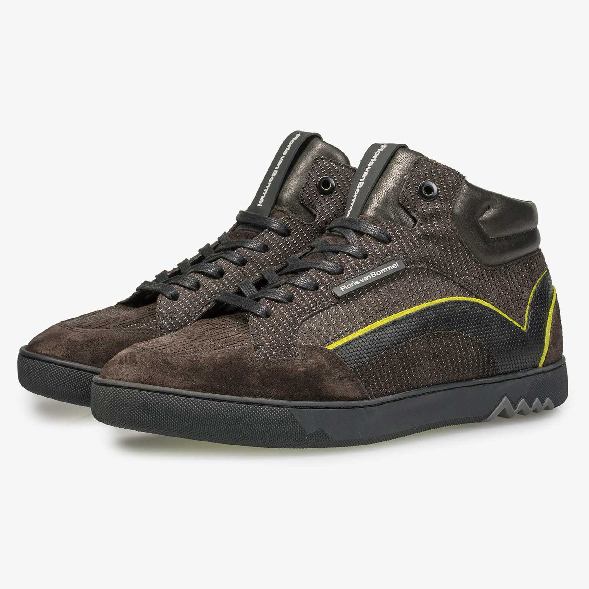 Mid-high brown sneaker