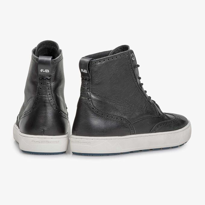 Black mid-high nappa leather sneaker