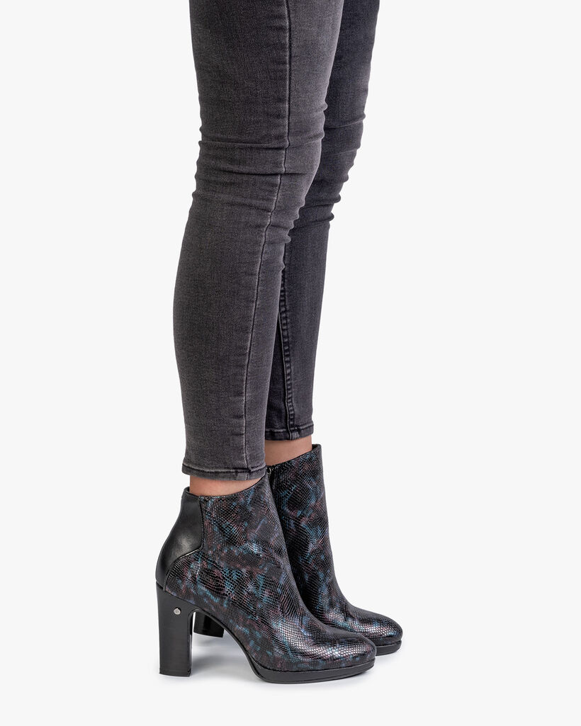 Ankle boot croco print blue