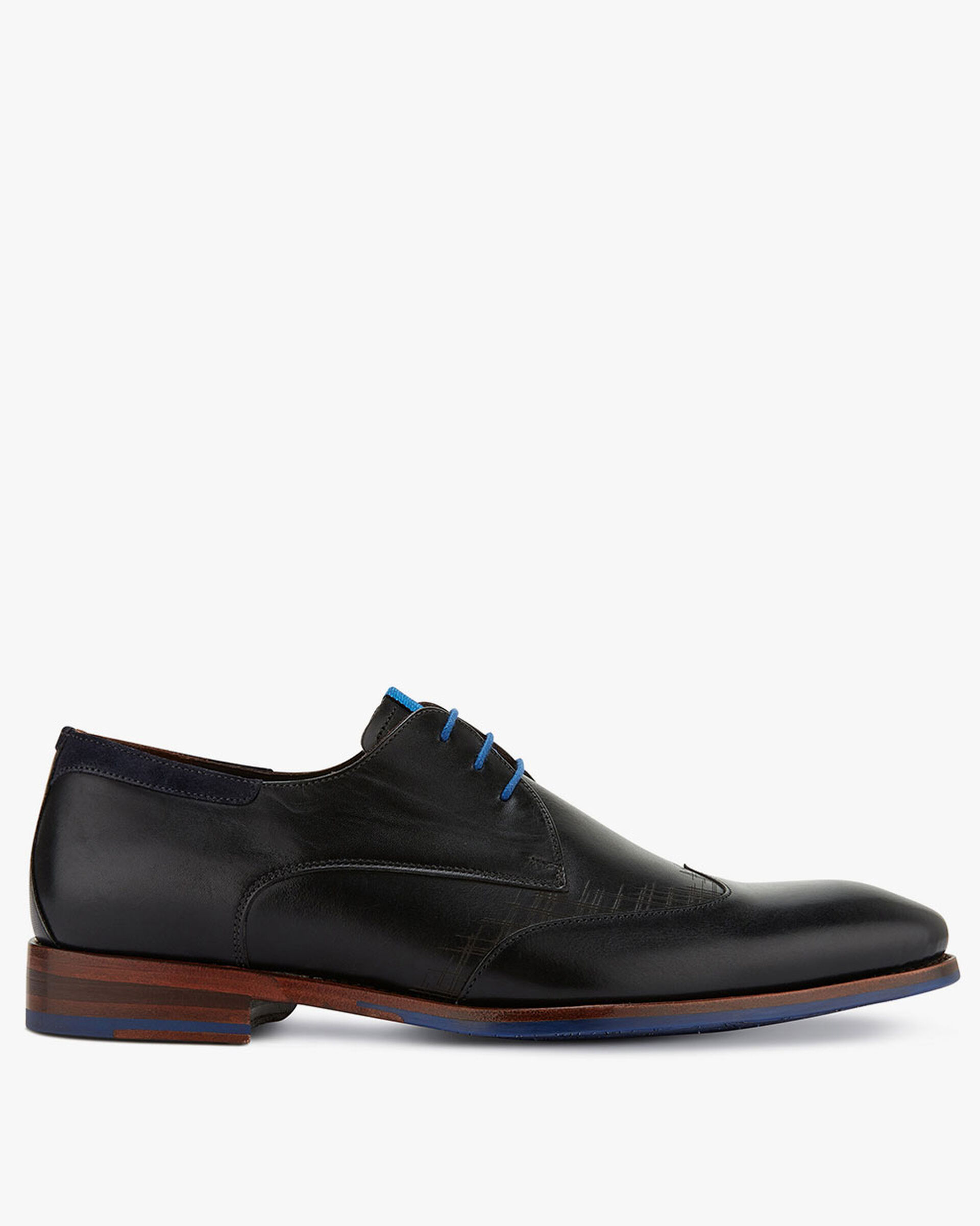 Black lace shoe made of calf's leather