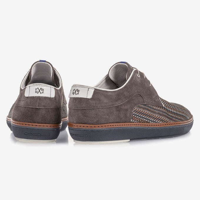 Grey lace shoe with brown print