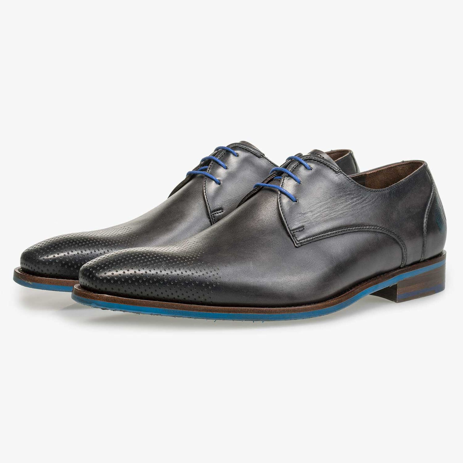 Grey patterned calf's leather lace shoe