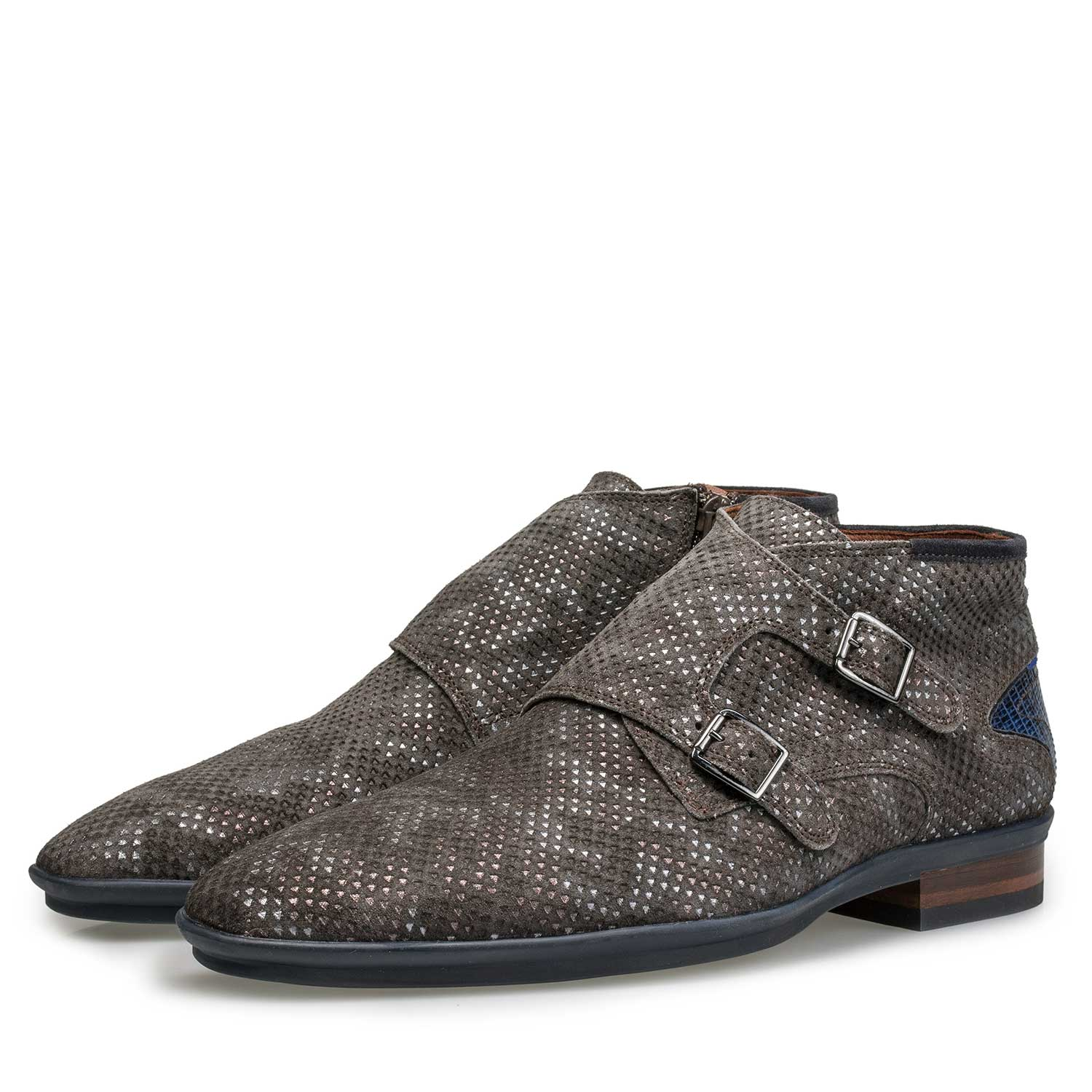 10137/04 - Mid-high brown patterned buckled shoe
