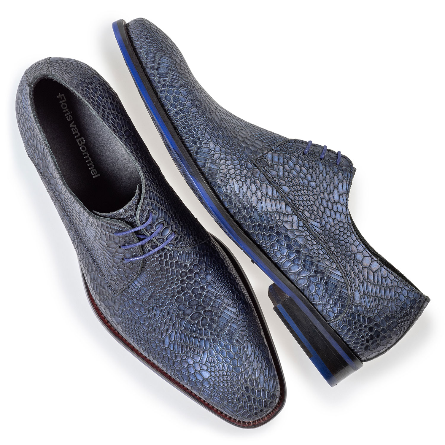 18159/28 - Lace shoe metallic blue